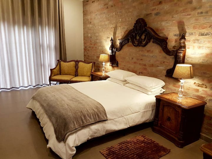 4 Star Luxury Guesthouse  with 7 Rooms (3)