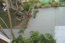 Big garden with seating area