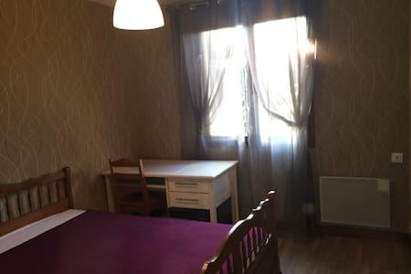 chambre meublée maison en banlieue 3 nuits minimun - Saint-André-de-Cubzac
