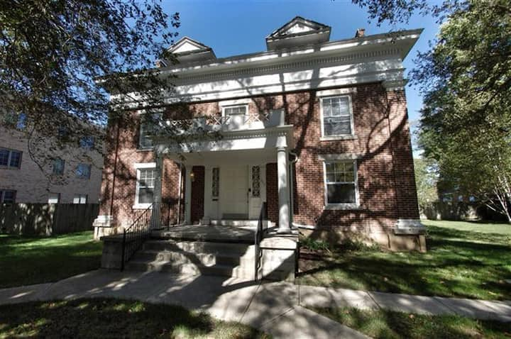 Historic home superclean, work- & family-friendly