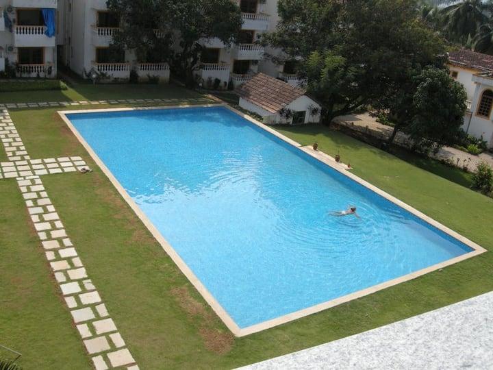1BHK AC apartment, swimming pool, Candolim Beach