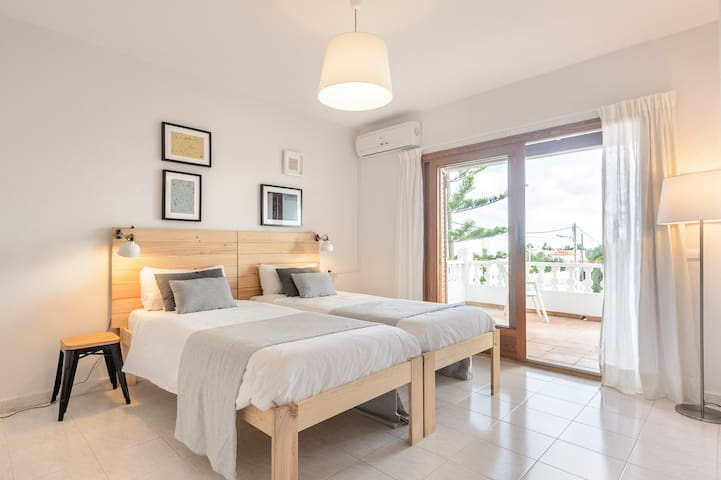 3rd bedroom, access to terrace