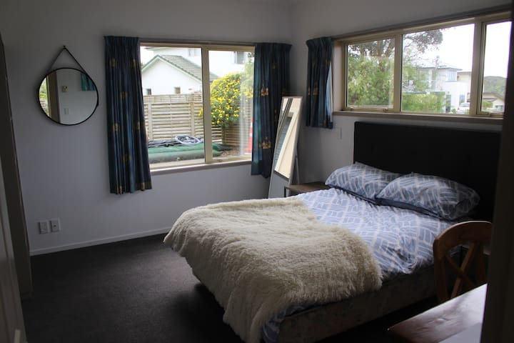 Spacious room with En suite and double bed.