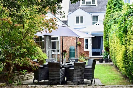 Luxury townhouse in central Lymington with parking