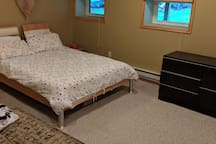 Downstairs bedroom with queen size bed and queen size futon