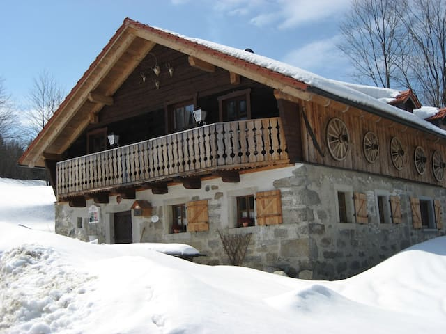 Charming country cottage in a fantastic location - Waldkirchen - Chalet