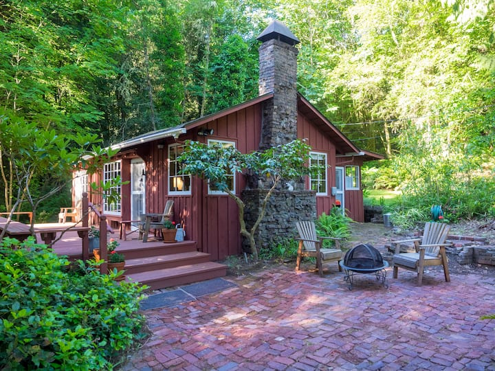 Chesnut Cottage - writers retreat on Harper's Hill