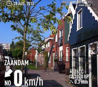Sleepover - Zaandam