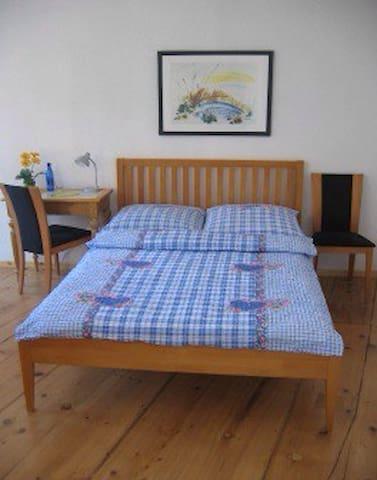 Wohnen im Kunsthaus am Marktplatz - Sobernheim - Bed & Breakfast