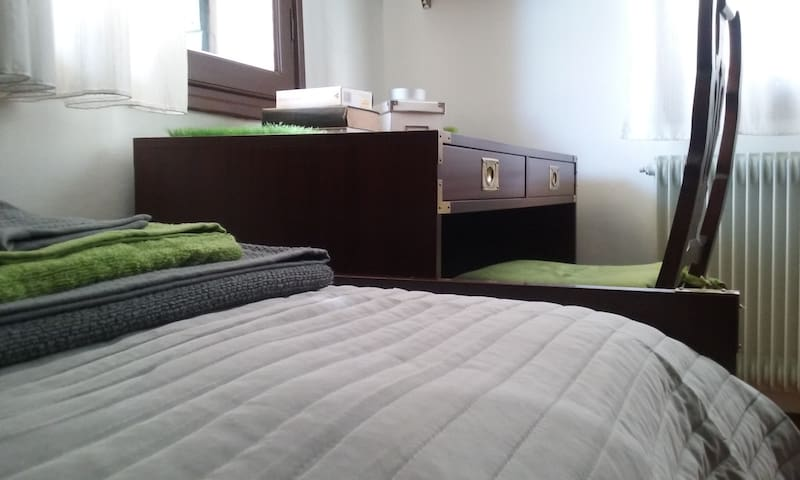 Quiet room in the old town centre - Conegliano - Hus