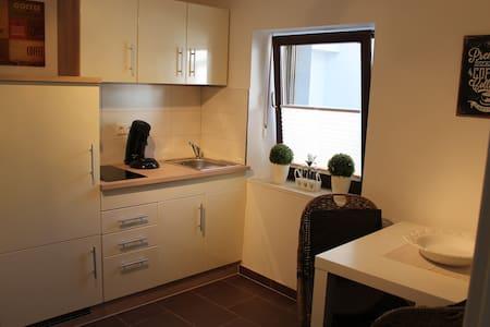 Hübsche 2-Raum-Wohnung, neu renoviert - Trier - Apartment