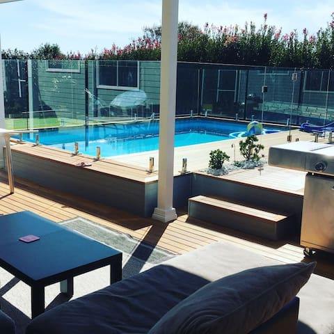Brand New 3BR Suite in Kiama -  Sunset by the Pool
