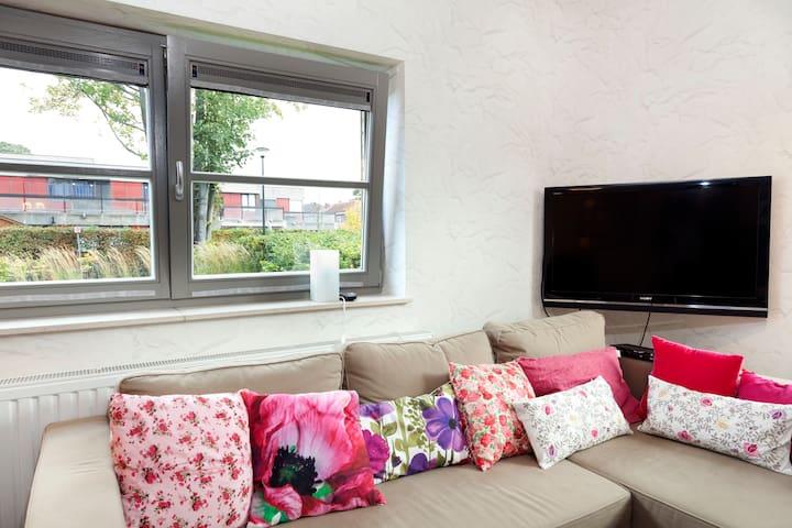 Studio/flat with garden&parking - Woluwe-Saint-Pierre - Lägenhet