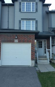 Cozy 1 bedroom in suburbia - Kitchener - House
