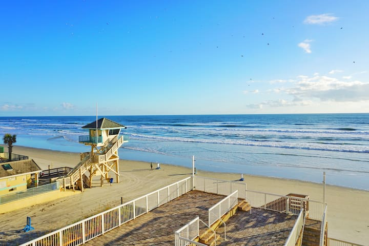 King Size Bed Ocean View Studio in Daytona Beach!