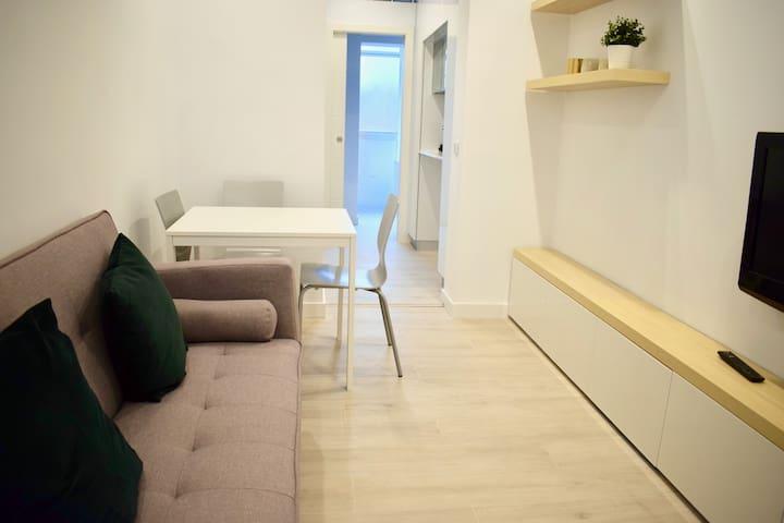 Clean + Modern Flat in Madrid!