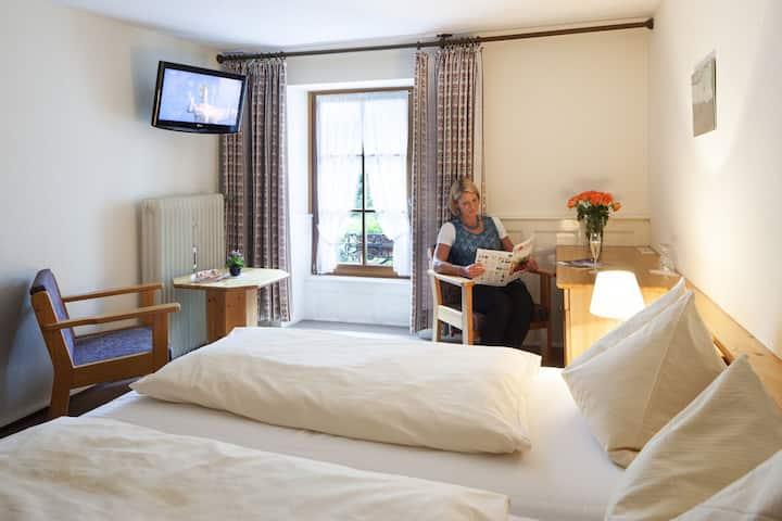 Hotel-Gasthof Vier Löwen, (Schönau), Belchen, Doppelzimmer mit Dusche und WC