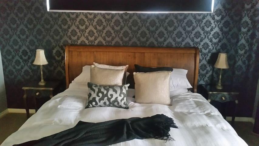 Bed & Breakfast on Arcadia - Ebony - Dudley Park - Bed & Breakfast