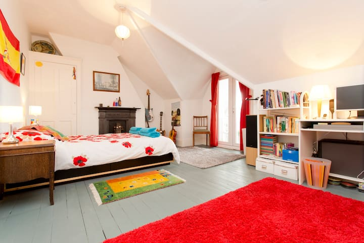 Private Double Attic Room, Brighton