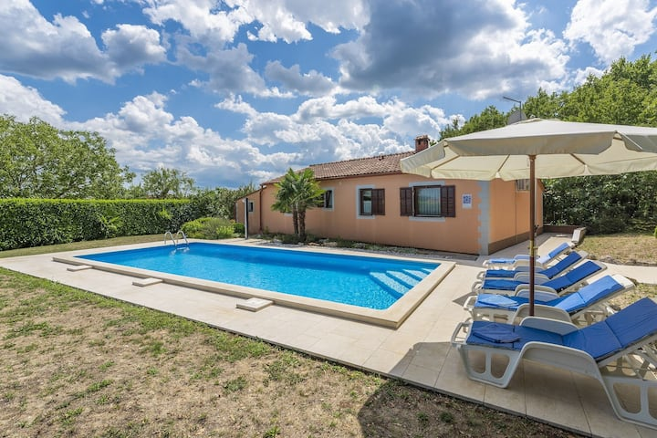 Holiday home Fragola with Outdoor Swimmingpool  in Tinjan