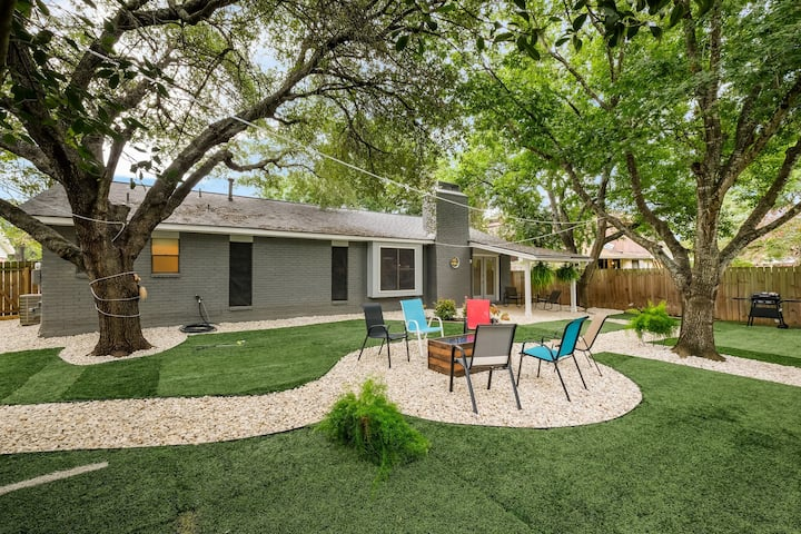 Beautifully remodeled home, stunning backyd oasis.