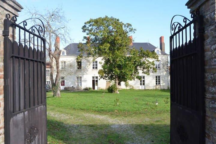Ode Villa Pronzat - Rouans - Osakehuoneisto