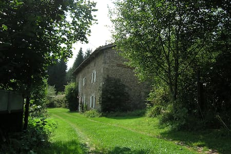 Old farm in natural park - Saint-Germain-l'Herm - Hus