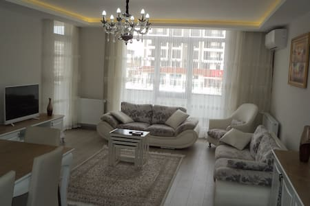 Newly Built Spacious 3B 2B Apartment with 6 beds