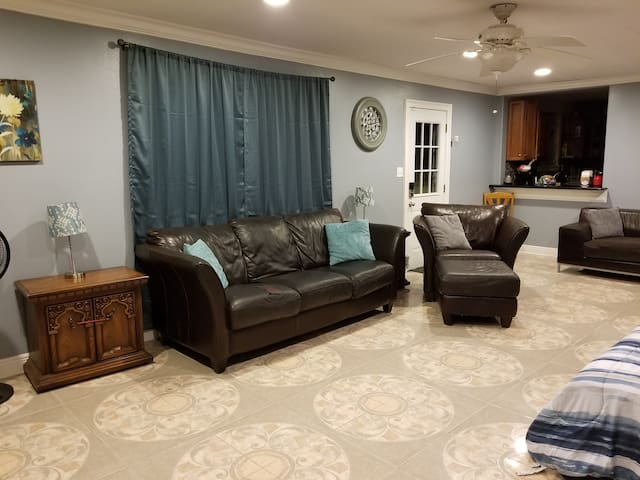 Cozy 4BR 15 Min From French Quarter & Bourbon St.