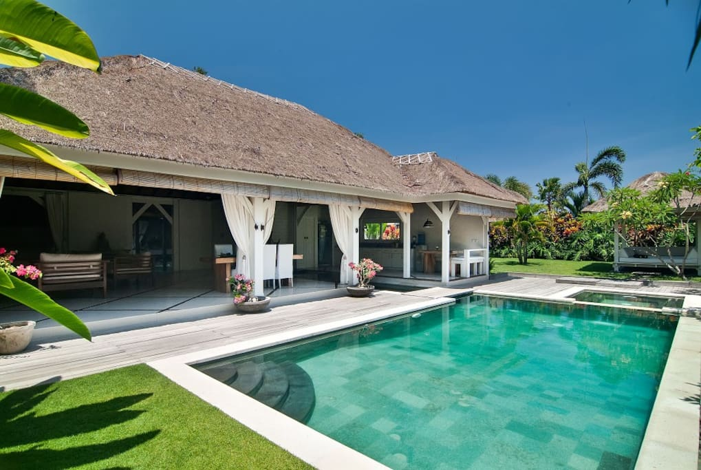 Unique Tropical Family Villa Canggu