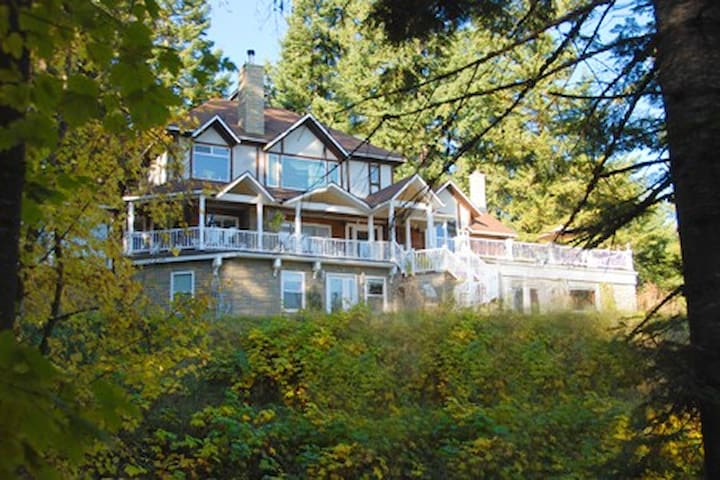 Aritsts' Home in CDA Mountains - Coeur d'Alene - Bed & Breakfast