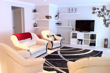 Modern home close to city - Perth - Hus