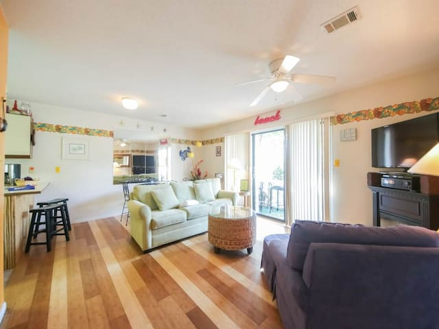 Cute Ground Floor Unit! Sleeps 4, Electric Fireplace, Shuffleboard, Tennis, Playground, and Pool!