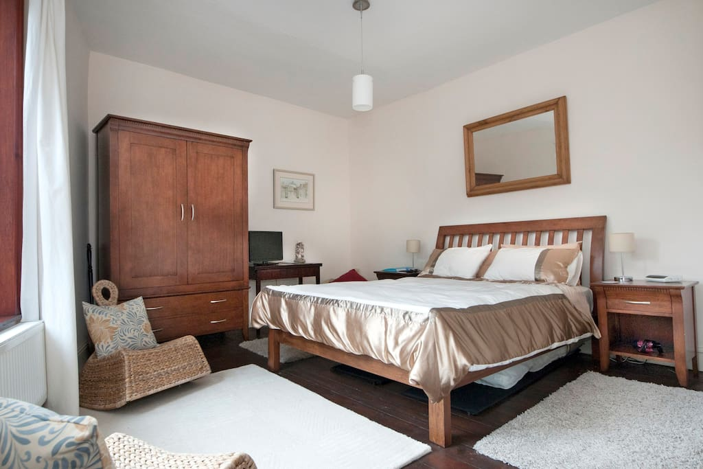 Rooms To Rent In Hadfield