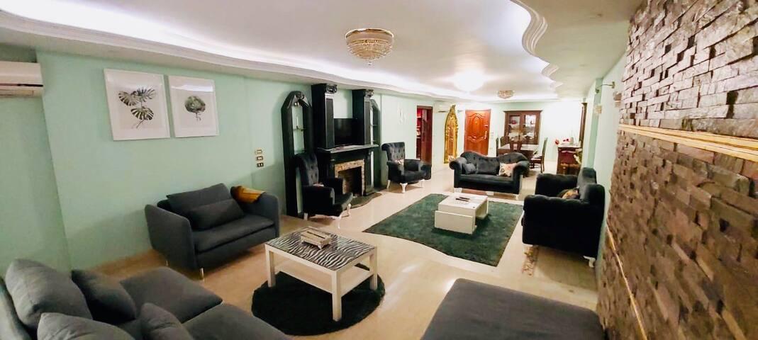 شقة للايجار في انور المفتي عباس العقاد ٢٤٠م بالفرش