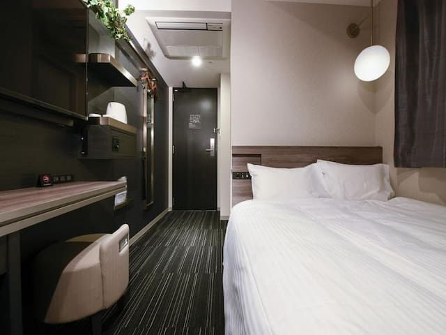 【世界初,ギネス認定!】浜松町駅近NO1!Standard Double with Small Double Bed Wifi&Handy Smartphone