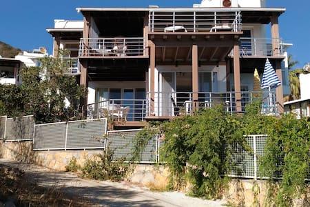 Plaja 100 mt özel havuzlu 6 odalı villa - Bodrum - Vila