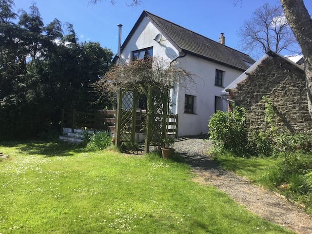 Character cottage on smallholding - Holsworthy - Casa