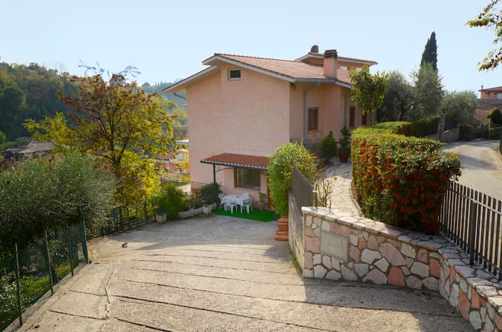 delicious apartment in villa uphill - Poggio Mirteto - Appartement
