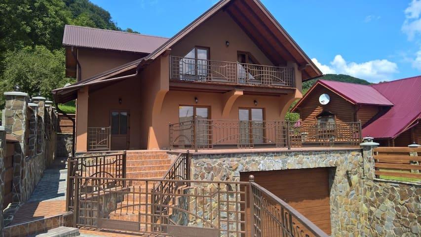 Дом с прекрасным видом в с. Шаян