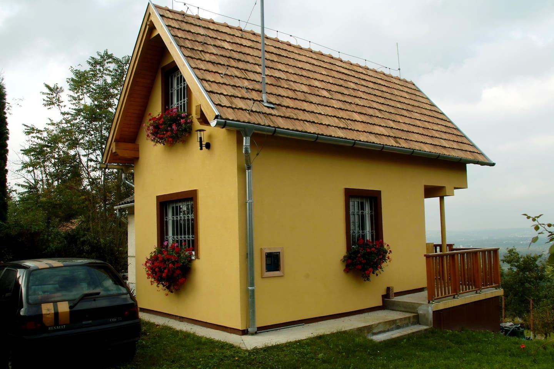 Kleines Haus auf einem Weinberg - Häuser zur Miete in Zalaegerszeg ...