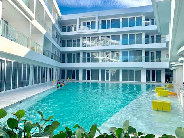 Boracay Modern, Cozy 5-star Beachfront hotel