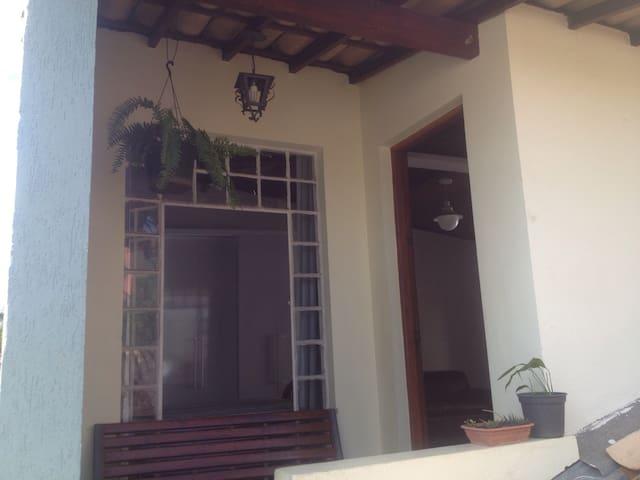 Suíte ampla para casal, solteirxs ou família! - Belo Horizonte - Casa