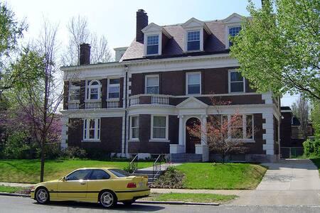 Rare Carriage House Apartment  - St. Louis - Haus