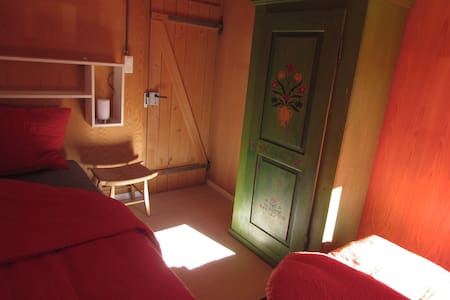 Gemütliche Zimmer in der Casa Bruna - Davos - Bed & Breakfast