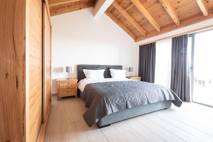 Top floor bedroom 2.