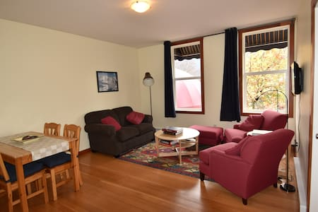 Upscale apartment in Grizzly Plaza - Apartment