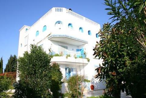Villa, garden, 5 min to hot springs