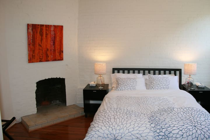 Dupont West 1: Charming 2BR