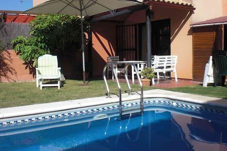 Sevilla:Casa de 2 plantas y piscina - Espartinas